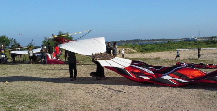 The tail has been attached as the crew  prepares for launch. Note  strap across top and another crew readying their kite behind